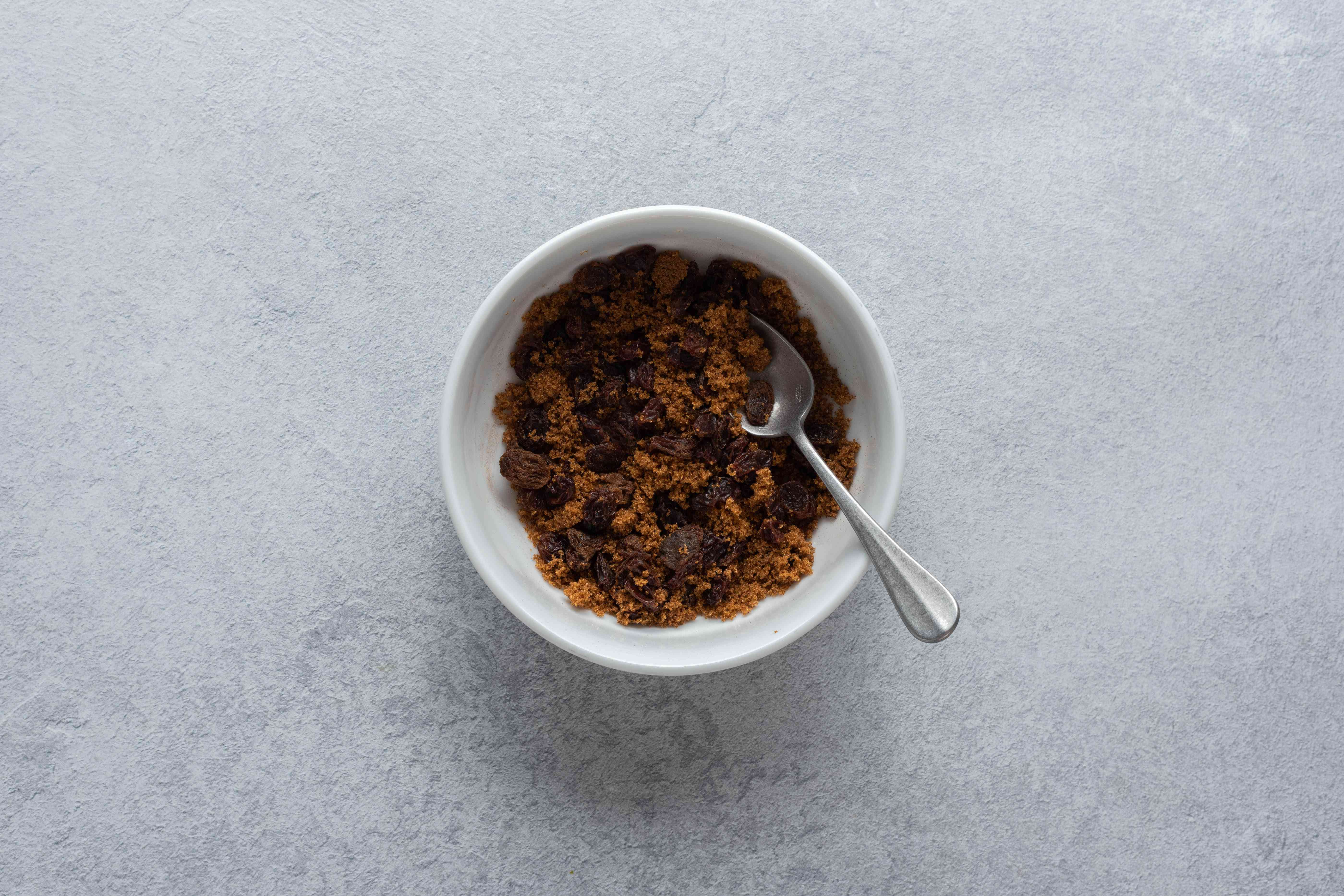 Stir the raisins, brown sugar, and cinnamon together
