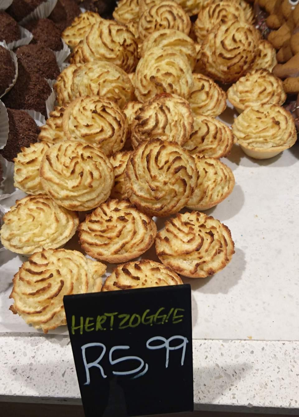Receta Hertzoggies (Tartaletas holandesas de mermelada de coco y merengue)