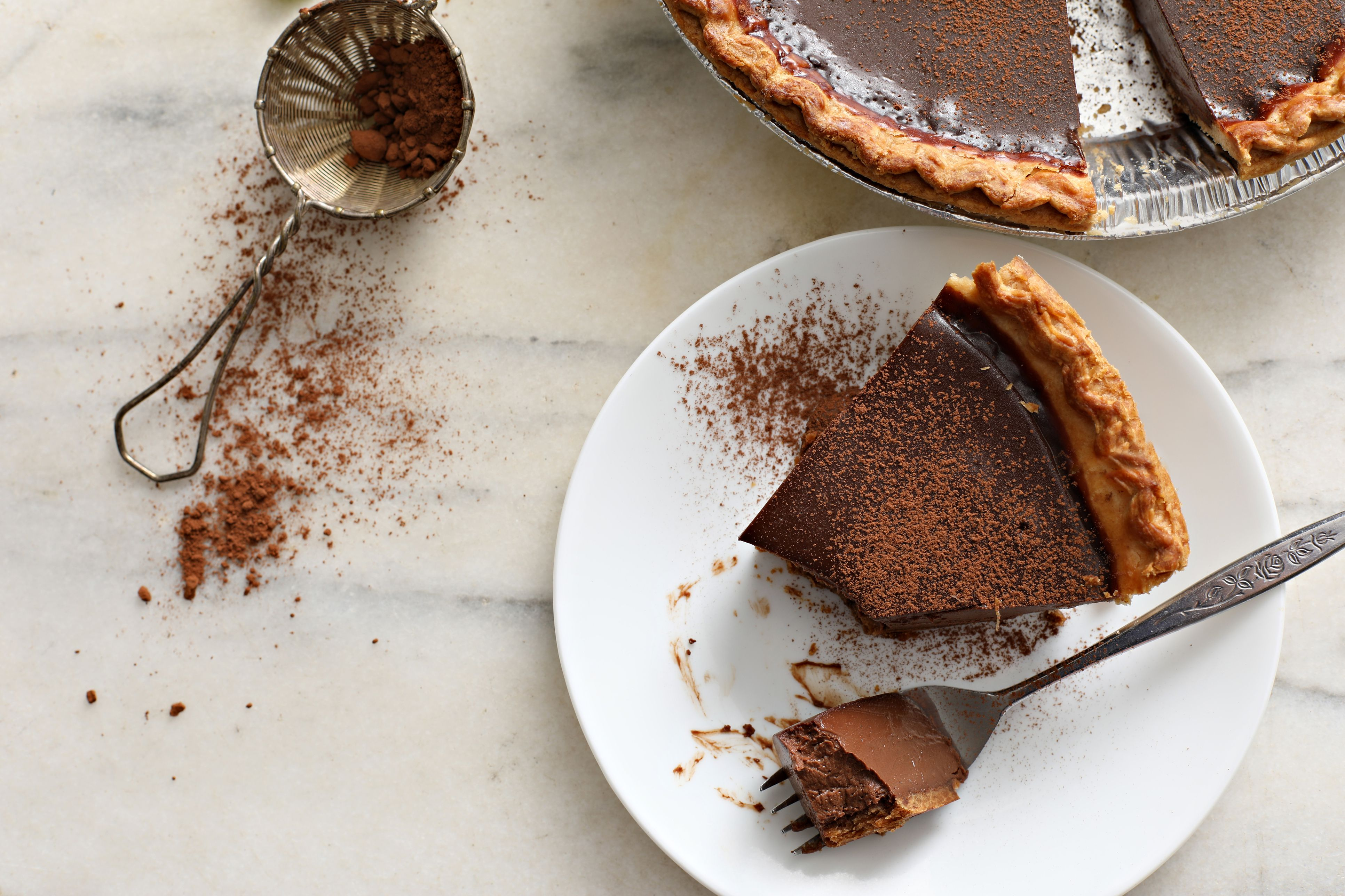 Derby pie sprinkled with cocoa powder
