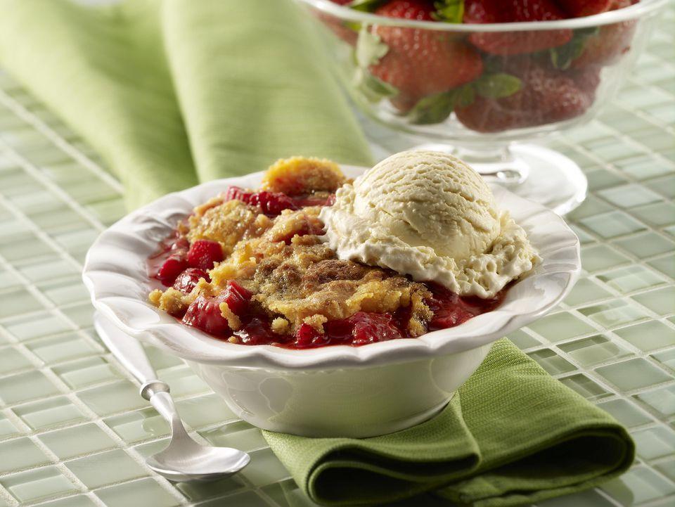 Grilled Strawberry-Rhubarb Crumb Cake