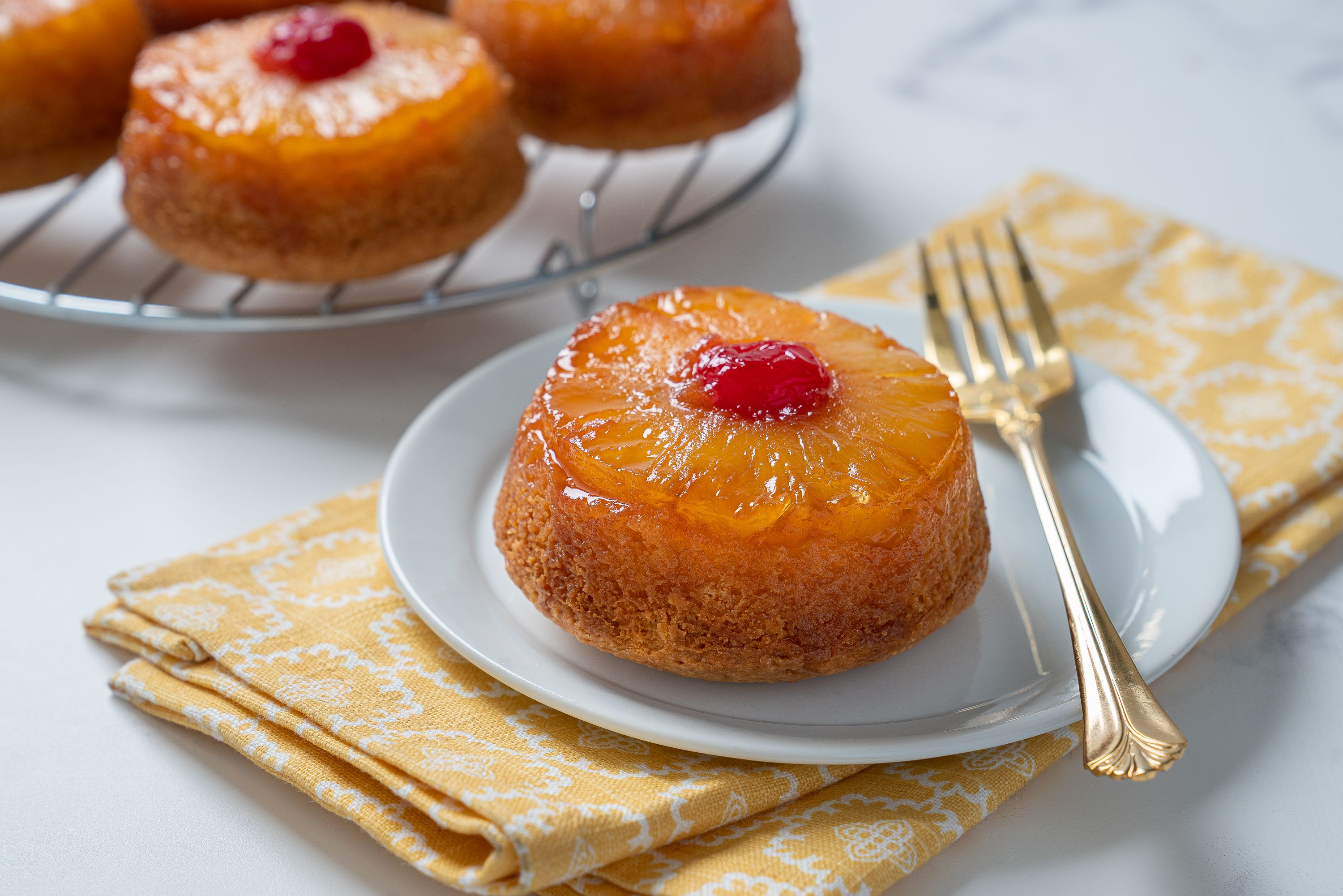 These Cute Mini Pineapple Upside-Down Cakes Are Party Perfect