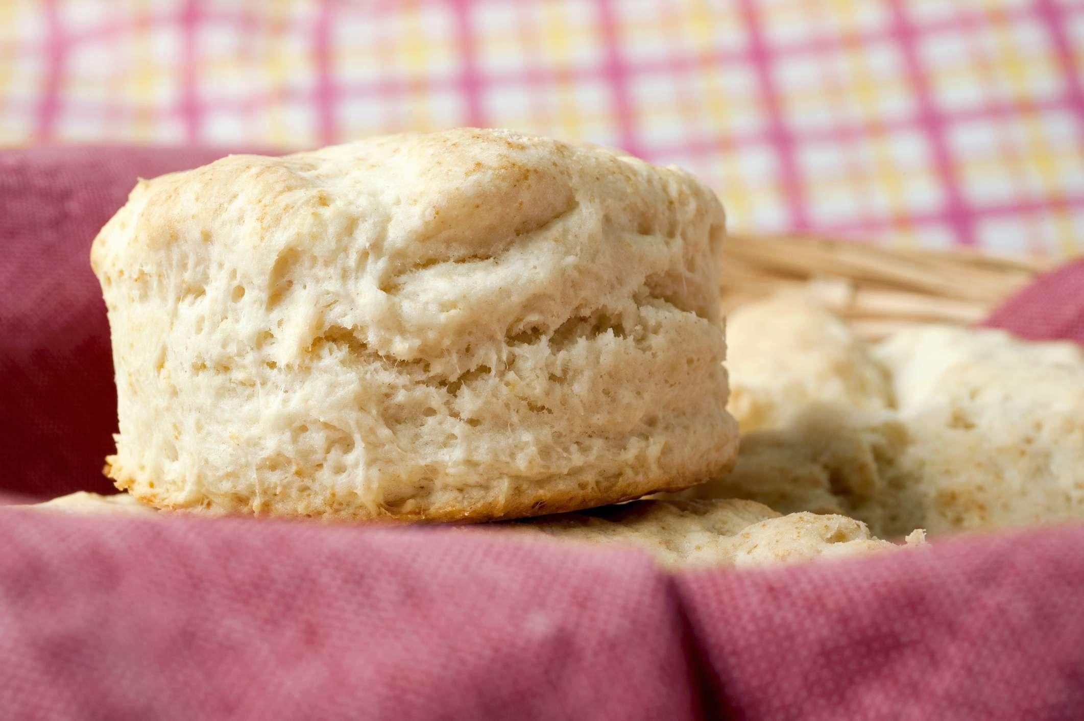 White dinner rolls