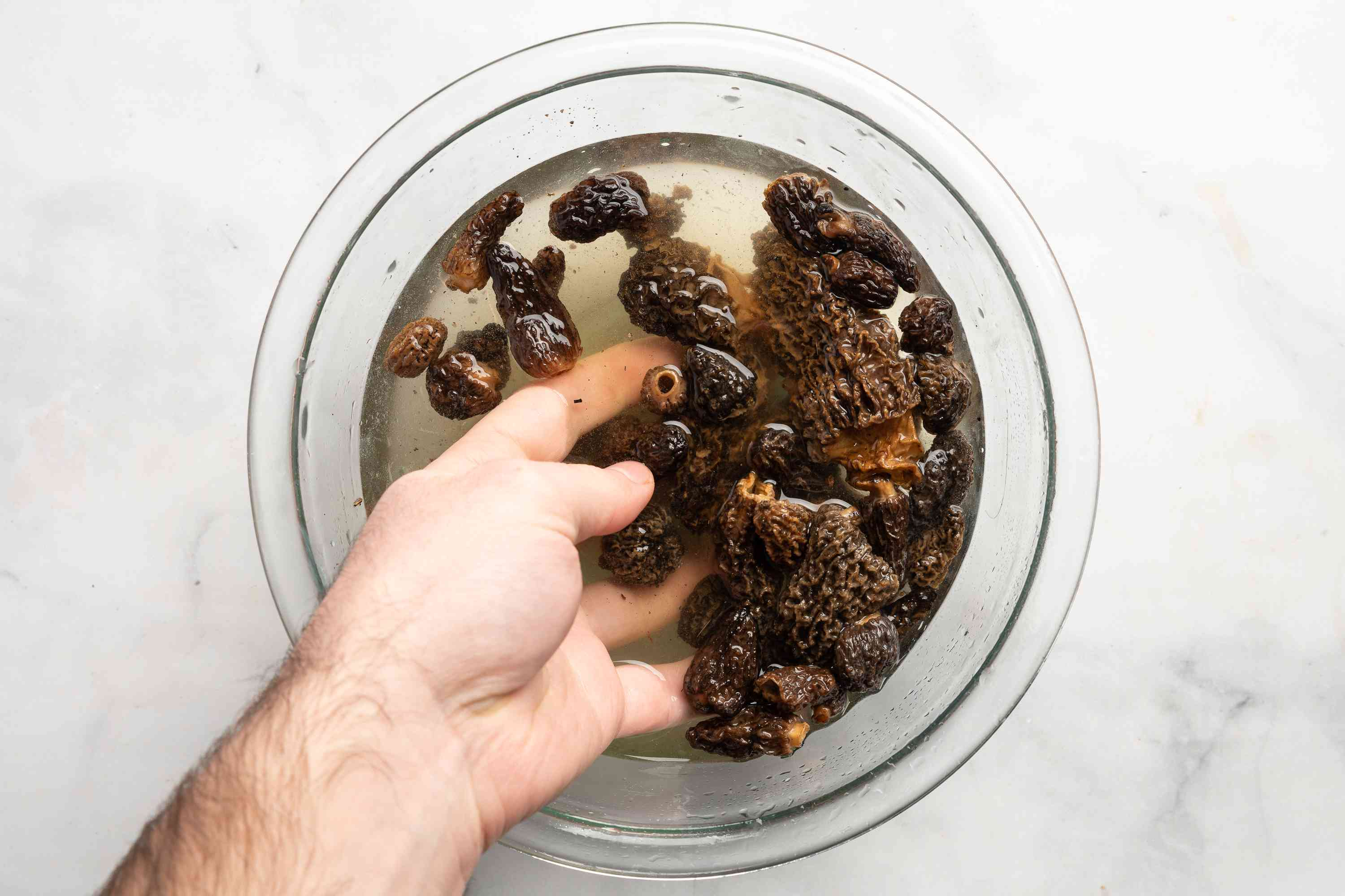 wash the morel mushrooms in a bowl of water