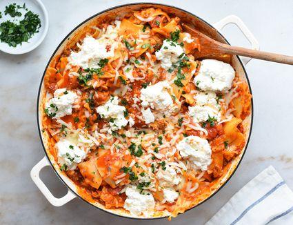 skillet lasagna in a large pan