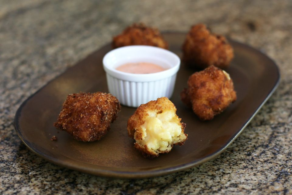 Macaroni and cheese croquettes with Sriracha mayo