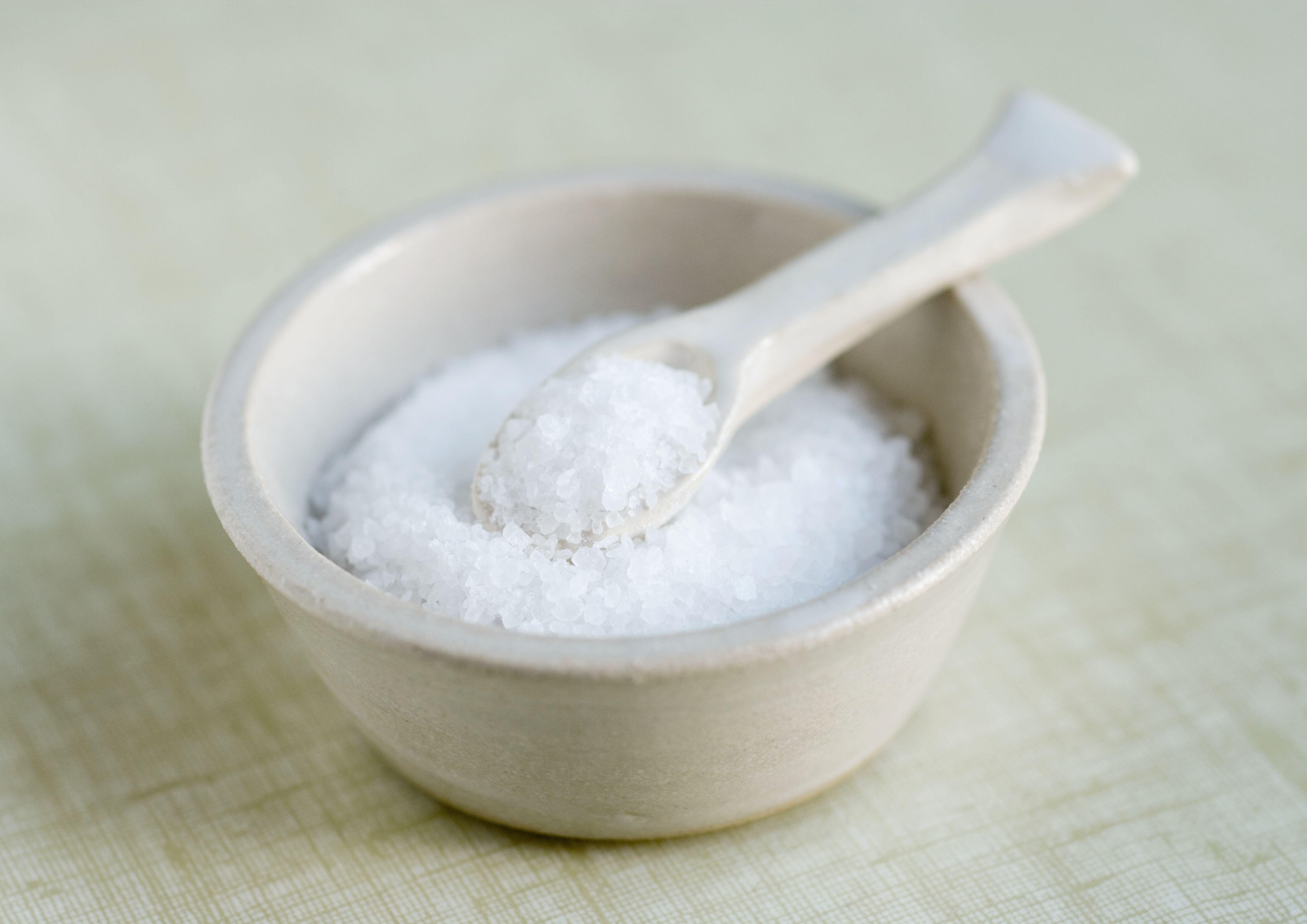 Nas para tomando pernas cãibras sal