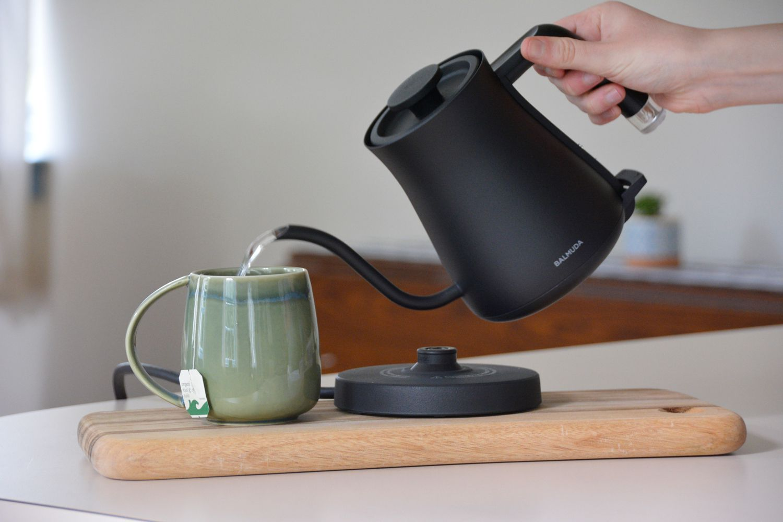 balmuda-the-kettle-pour