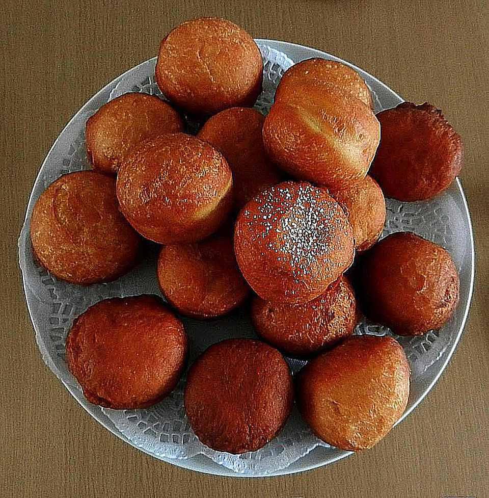 Magwinya Doughnuts on Table