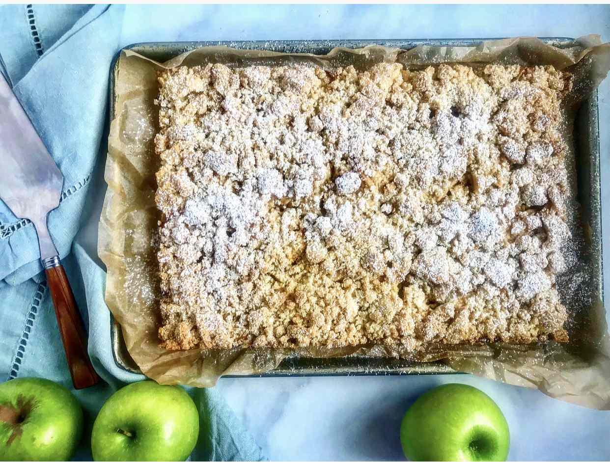 Crumble-Top Apple Pie Bars