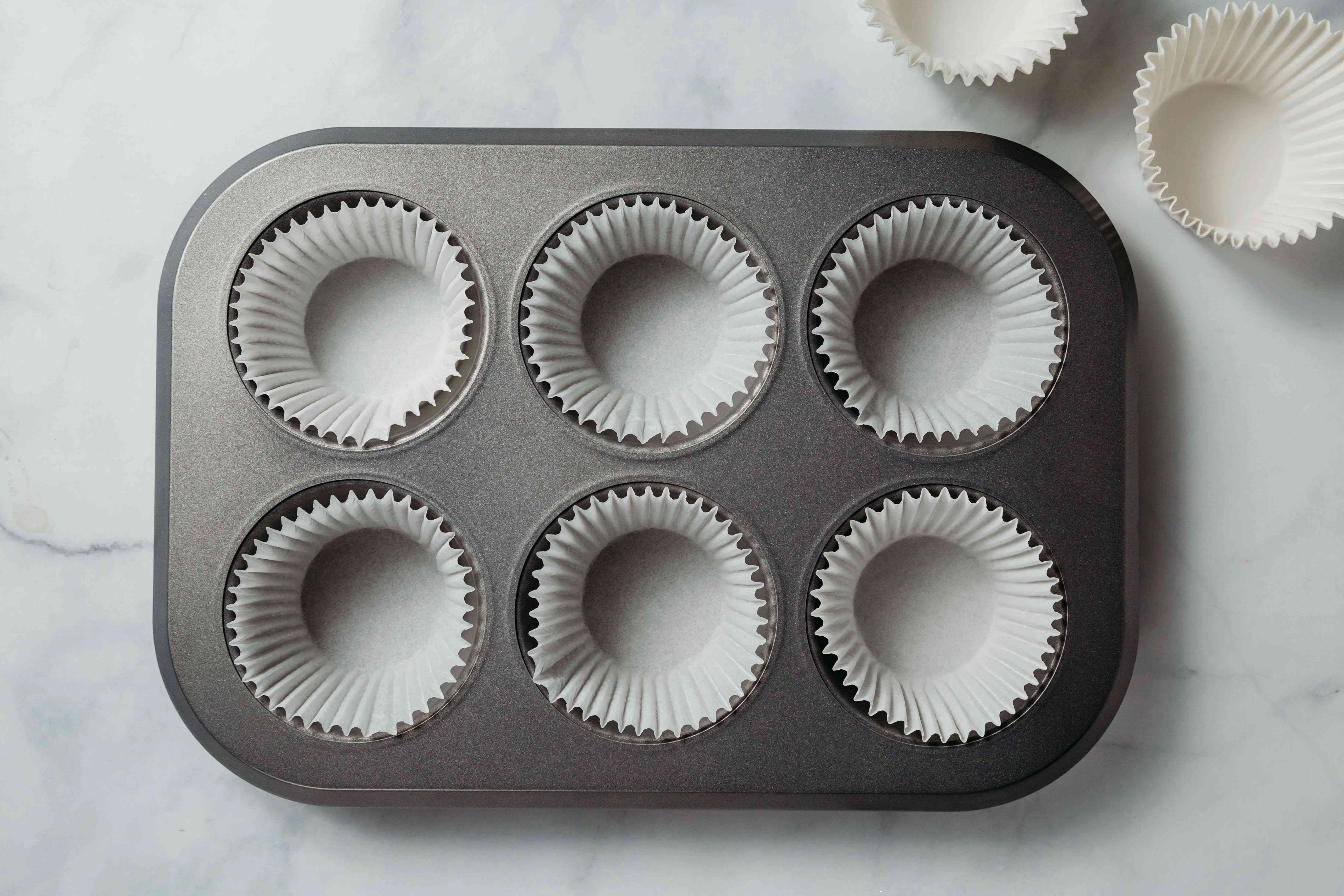 muffin pan with muffin liners