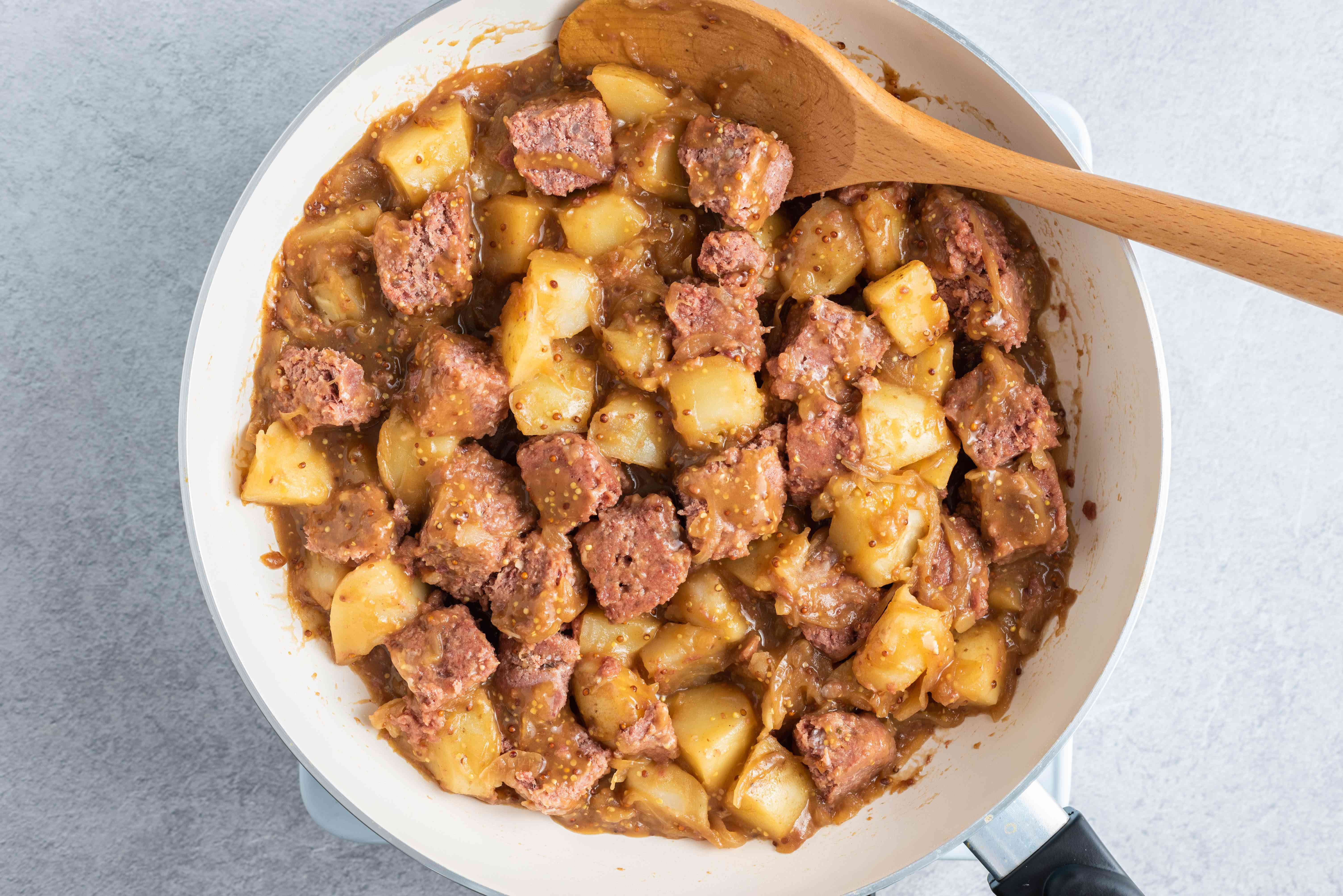 corned beef, potatoes and onions in a large frying pan