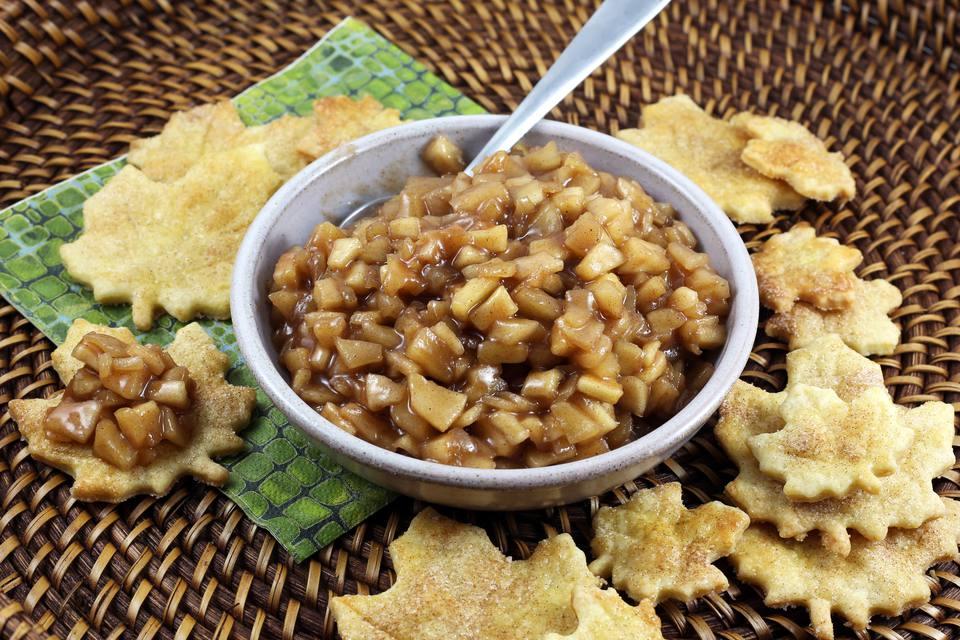 Chips de tarta de manzana y salsa