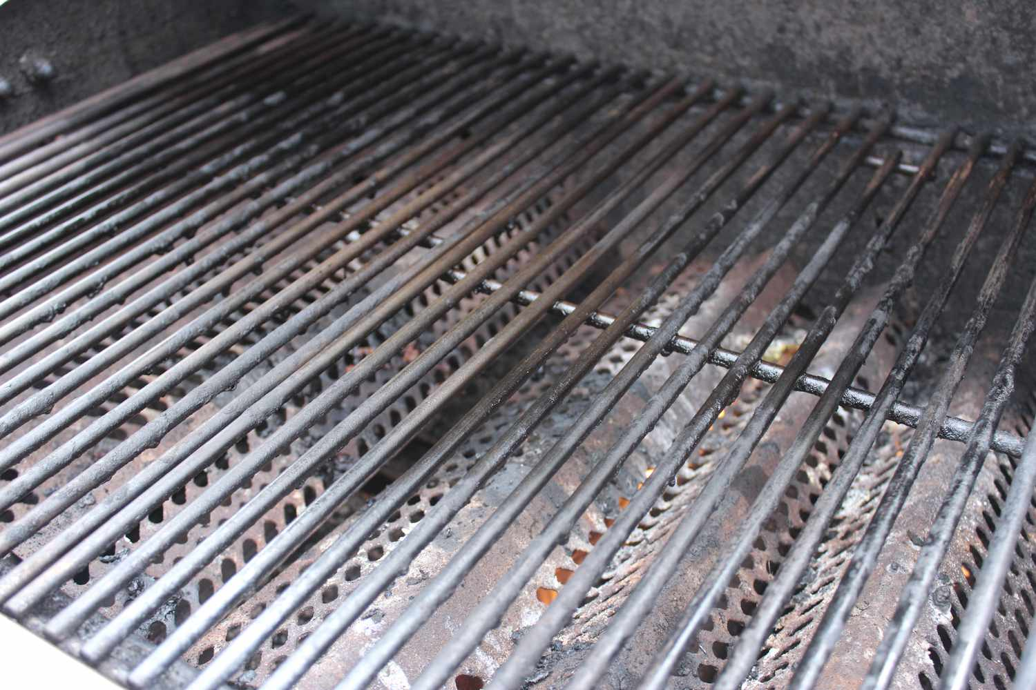 Brush grill with cooking oil