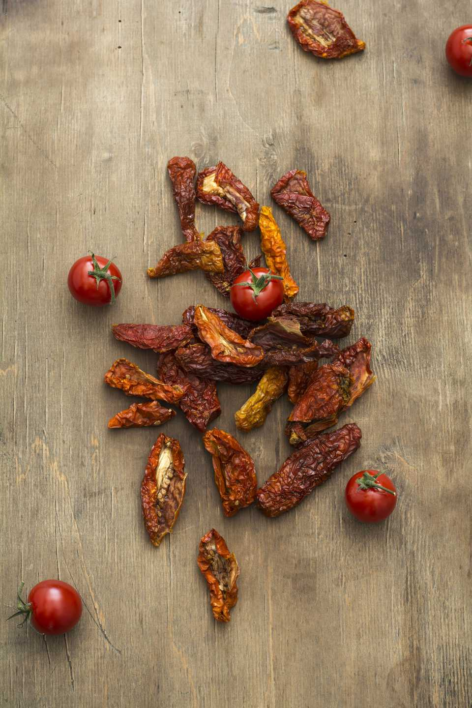 Sun dried tomatoes on wood