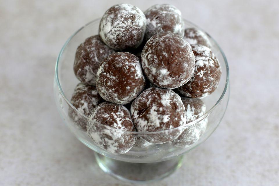 Easy Cocoa Coconut Balls