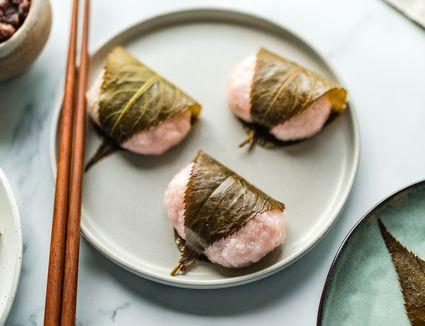 Sakura mochi cherry blossom sweet rice cake recipe