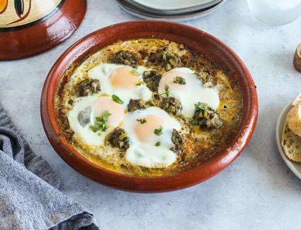 Kefta mkaourara with tomato sauce and eggs