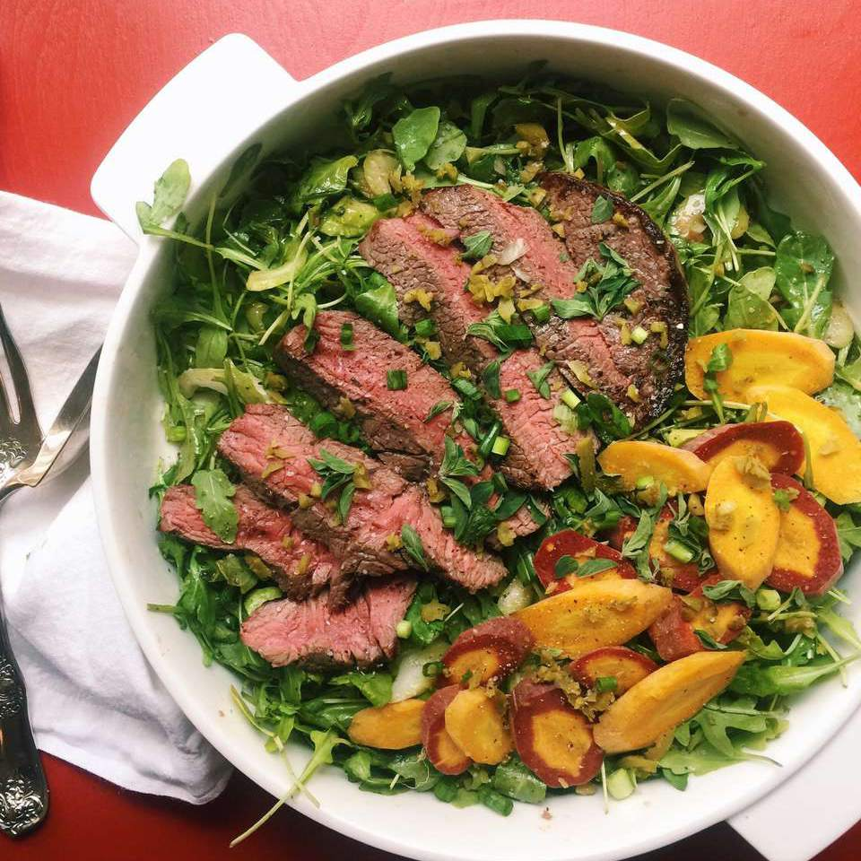 Steak salad with lettuce and veggies