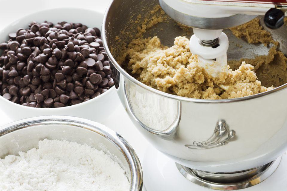 baking chocolate chip cookie brittle