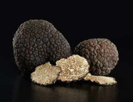 Black truffles and slices