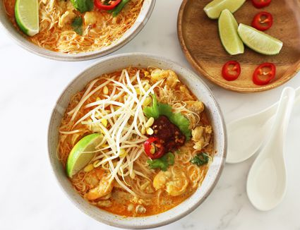 Curry laksa with shrimp and chicken