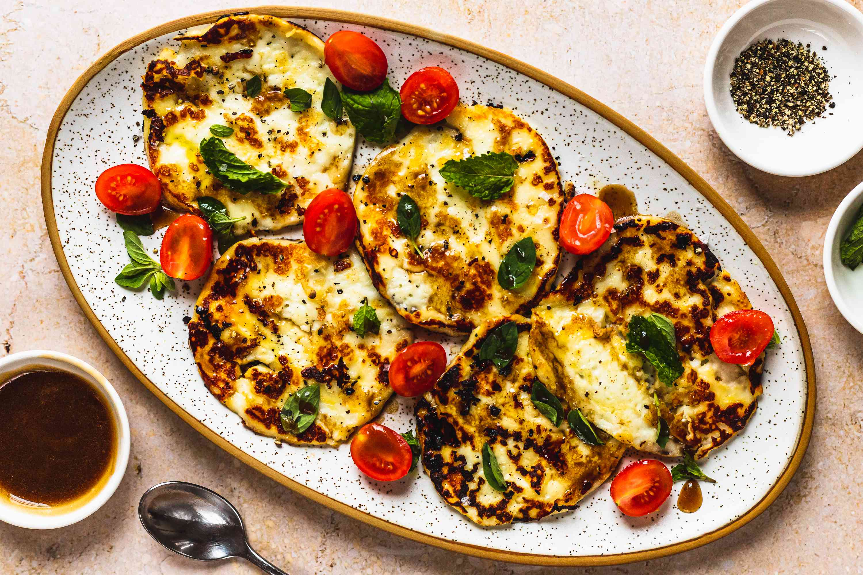 3-Minute Fried Halloumi Cheese Meze, Fried halloumi cheese slice on plate with tomatoes