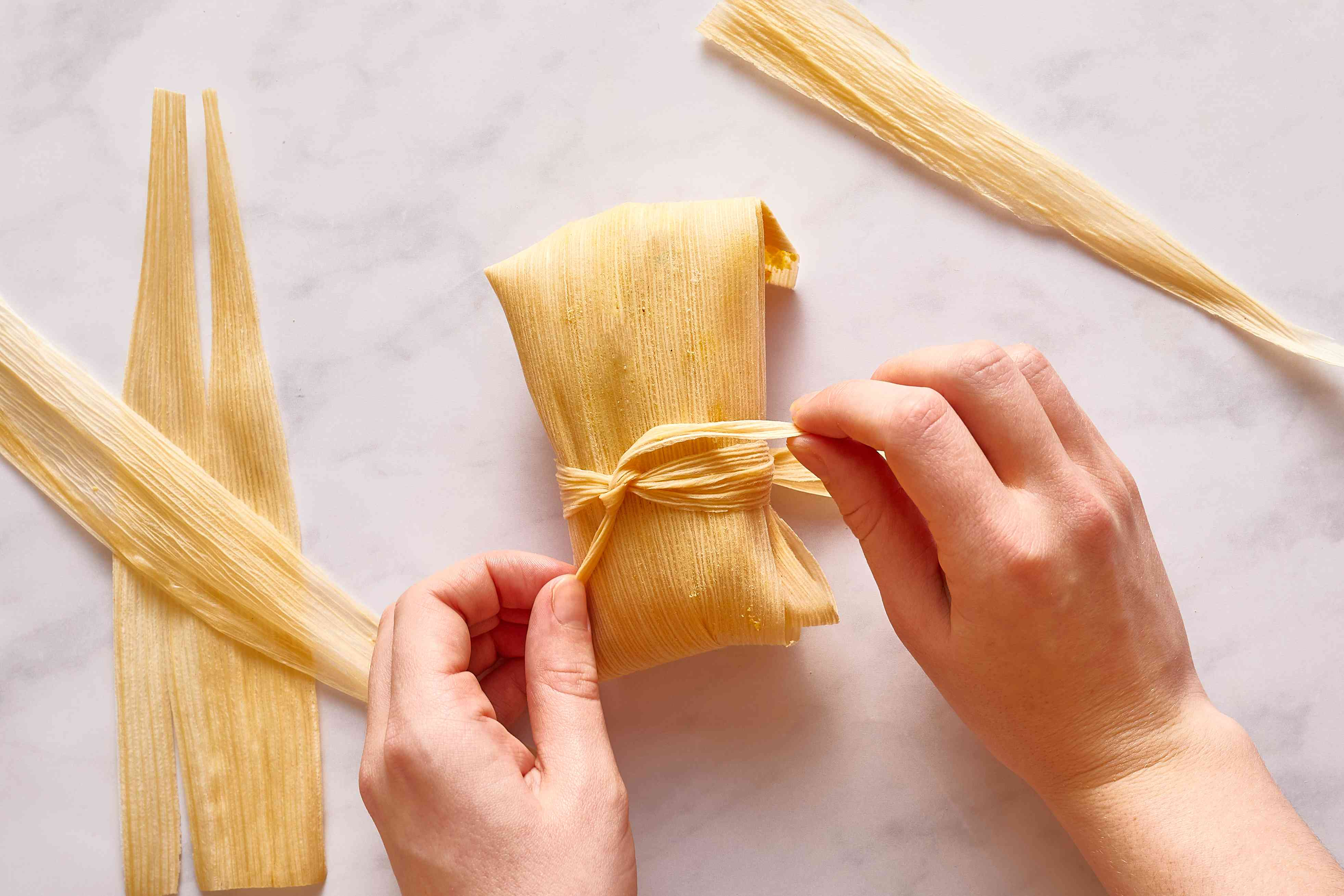 tie the dough in the husk with a piece of husk