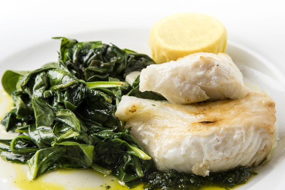 pescado a la parrilla con marinada de soja y jengibre