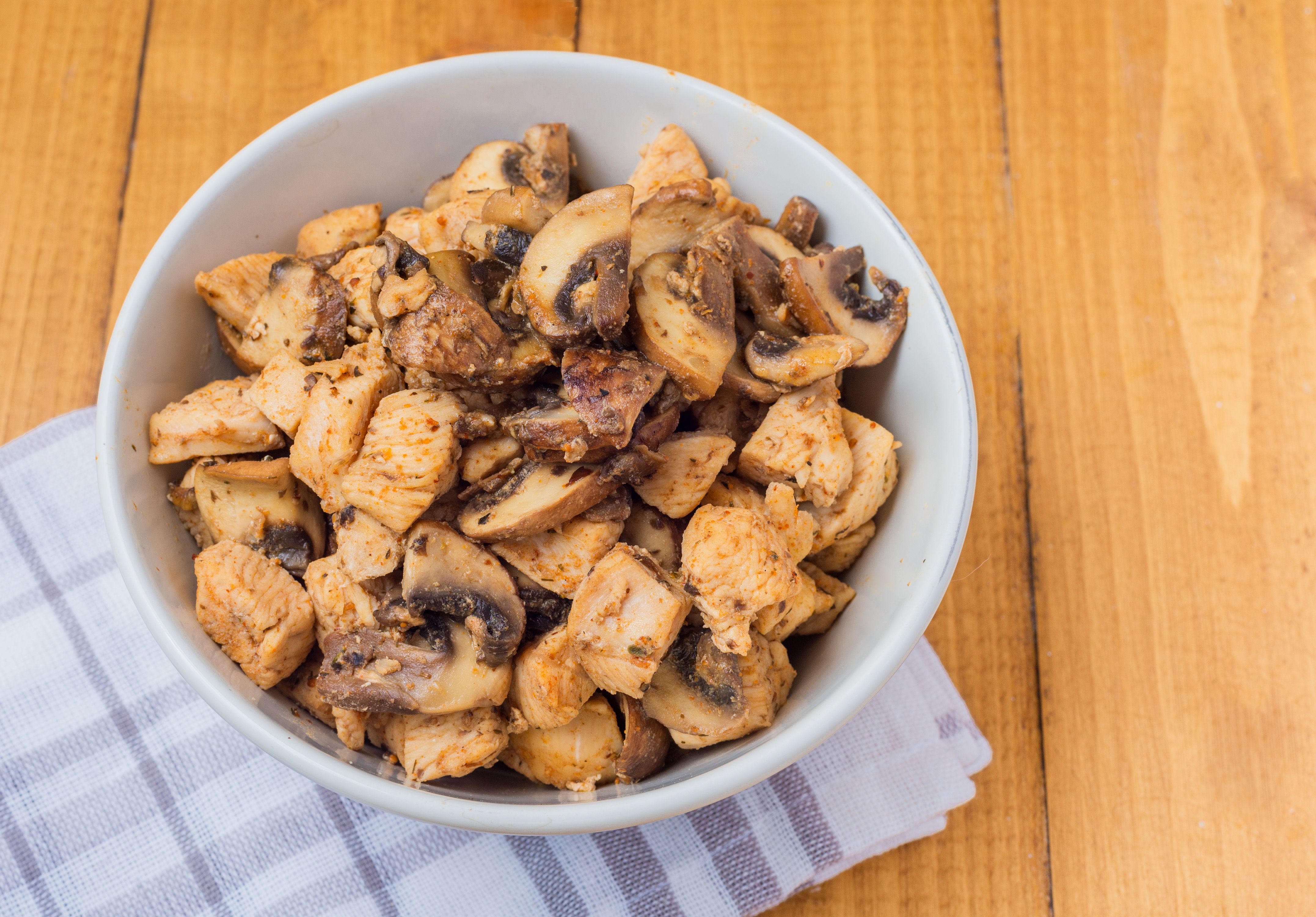 Remove the chicken and mushroom mixture