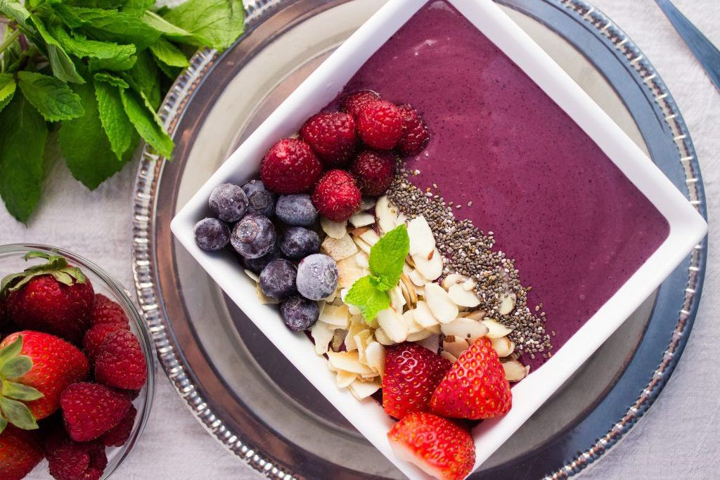 Berry acai smoothie bowl