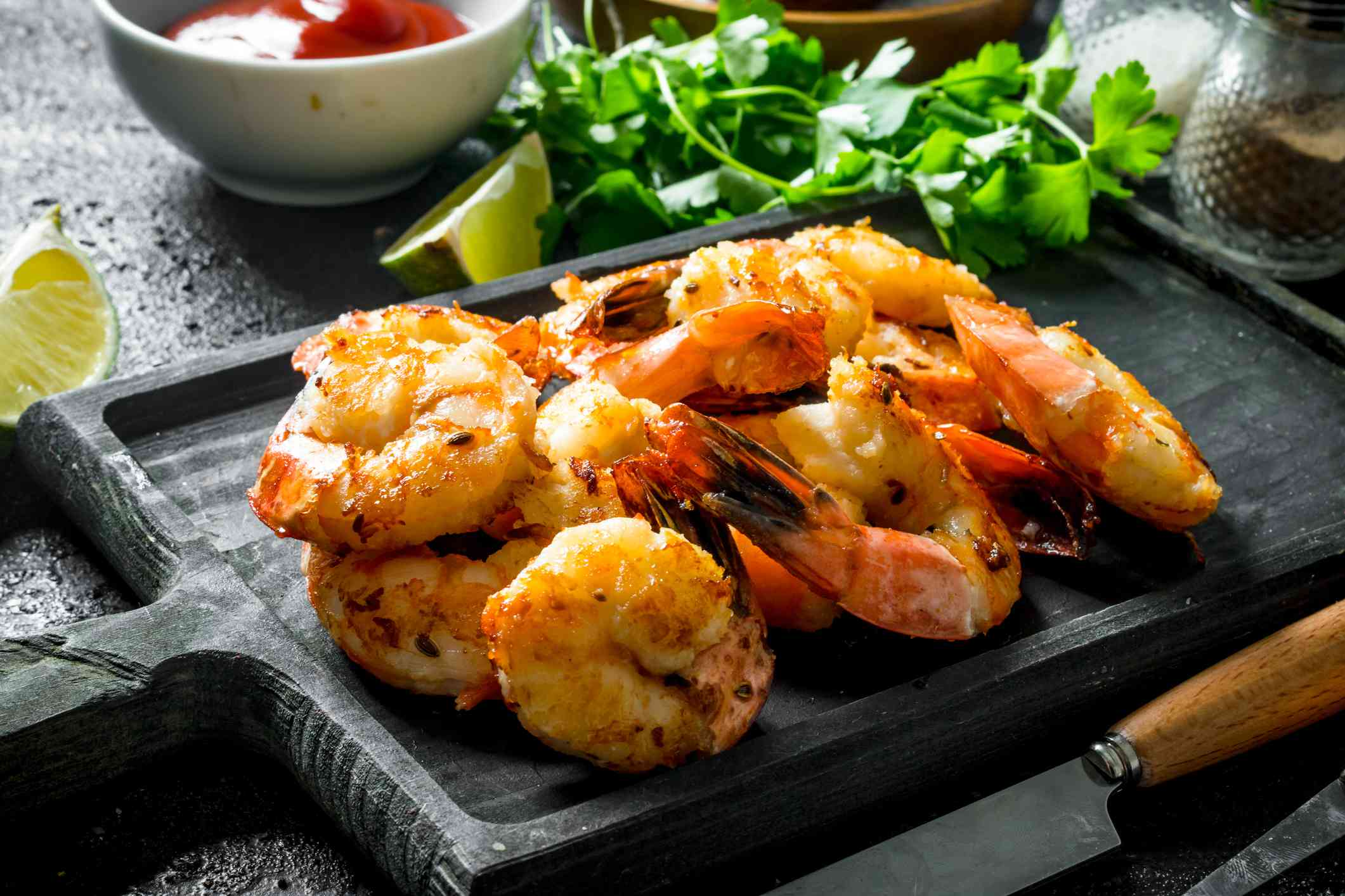 Delicious shrimps on the cutting Board.