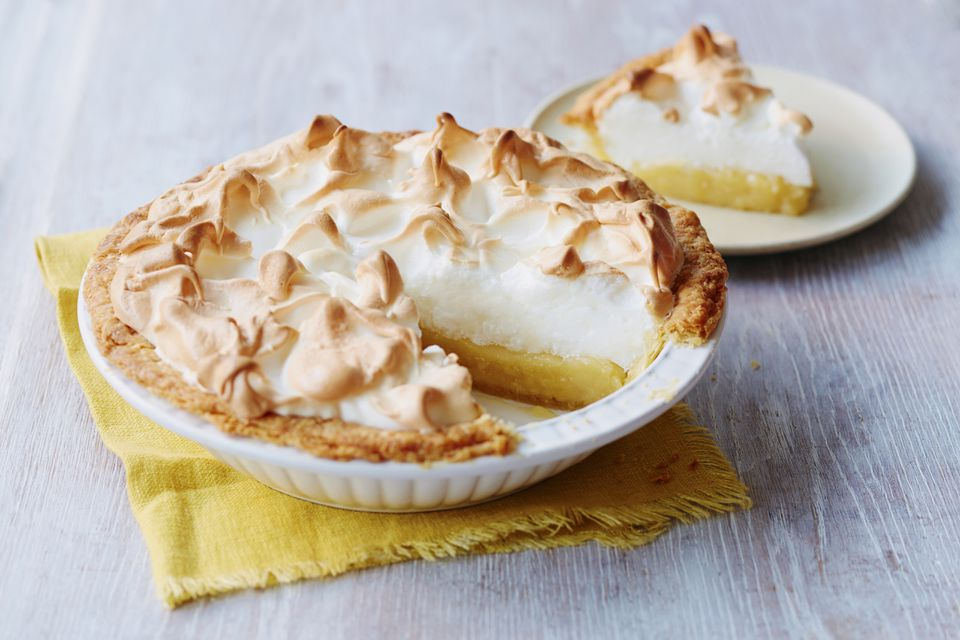 A simple lemon meringue pie