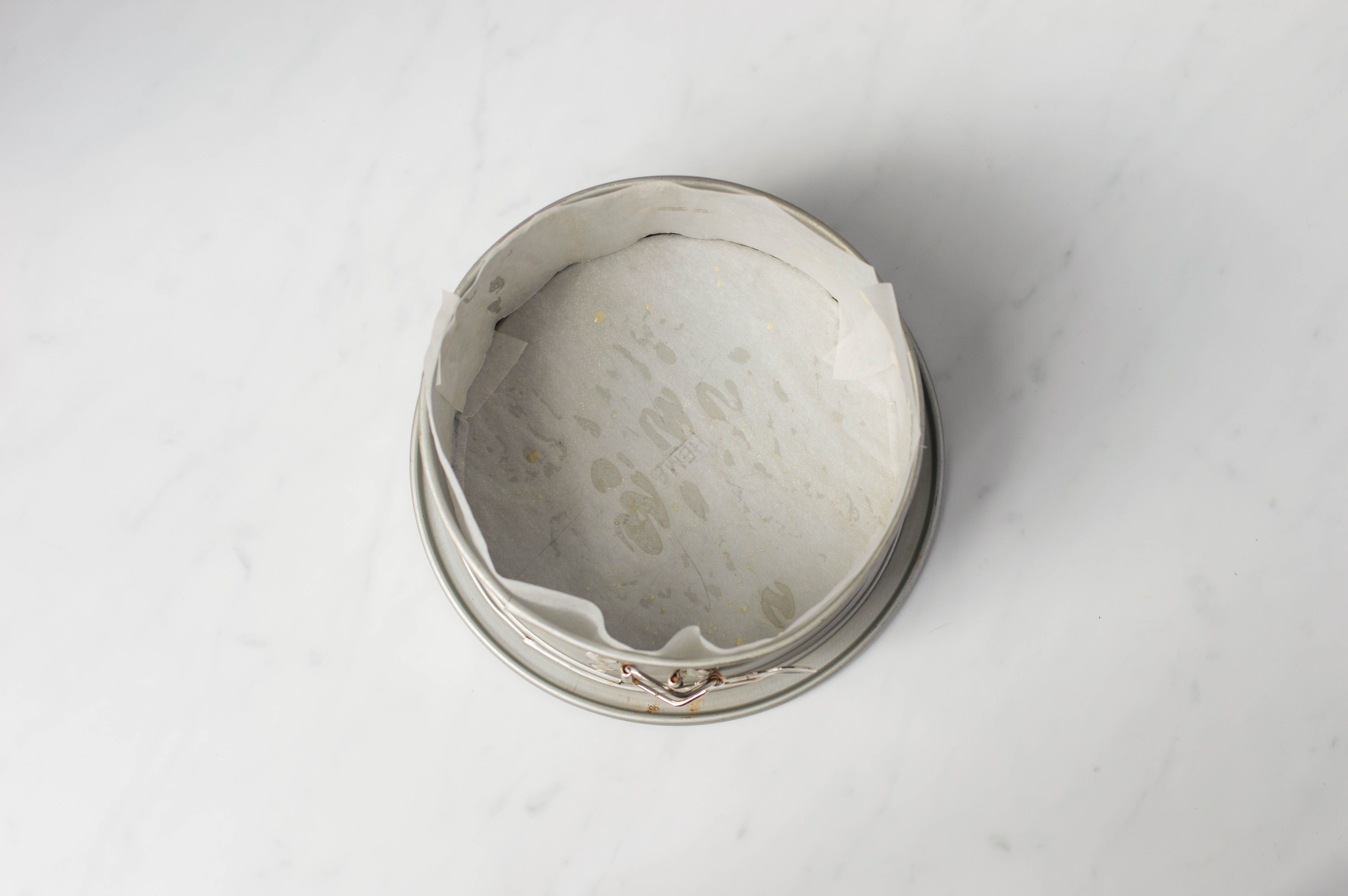 8-inch cake tin lined with greaseproof paper/baking parchment