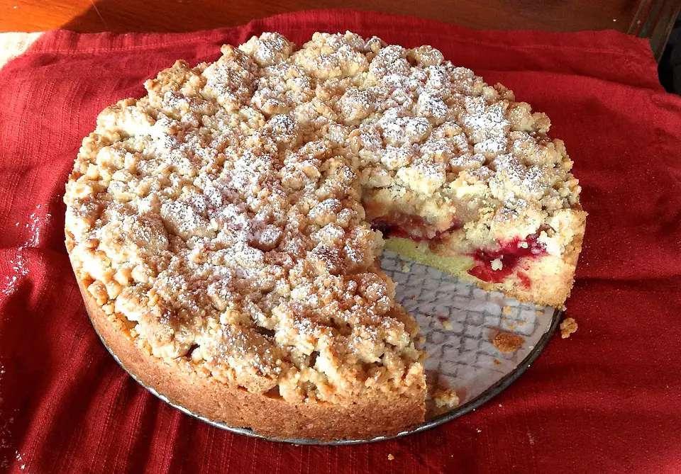 Chilean apple crumb cake