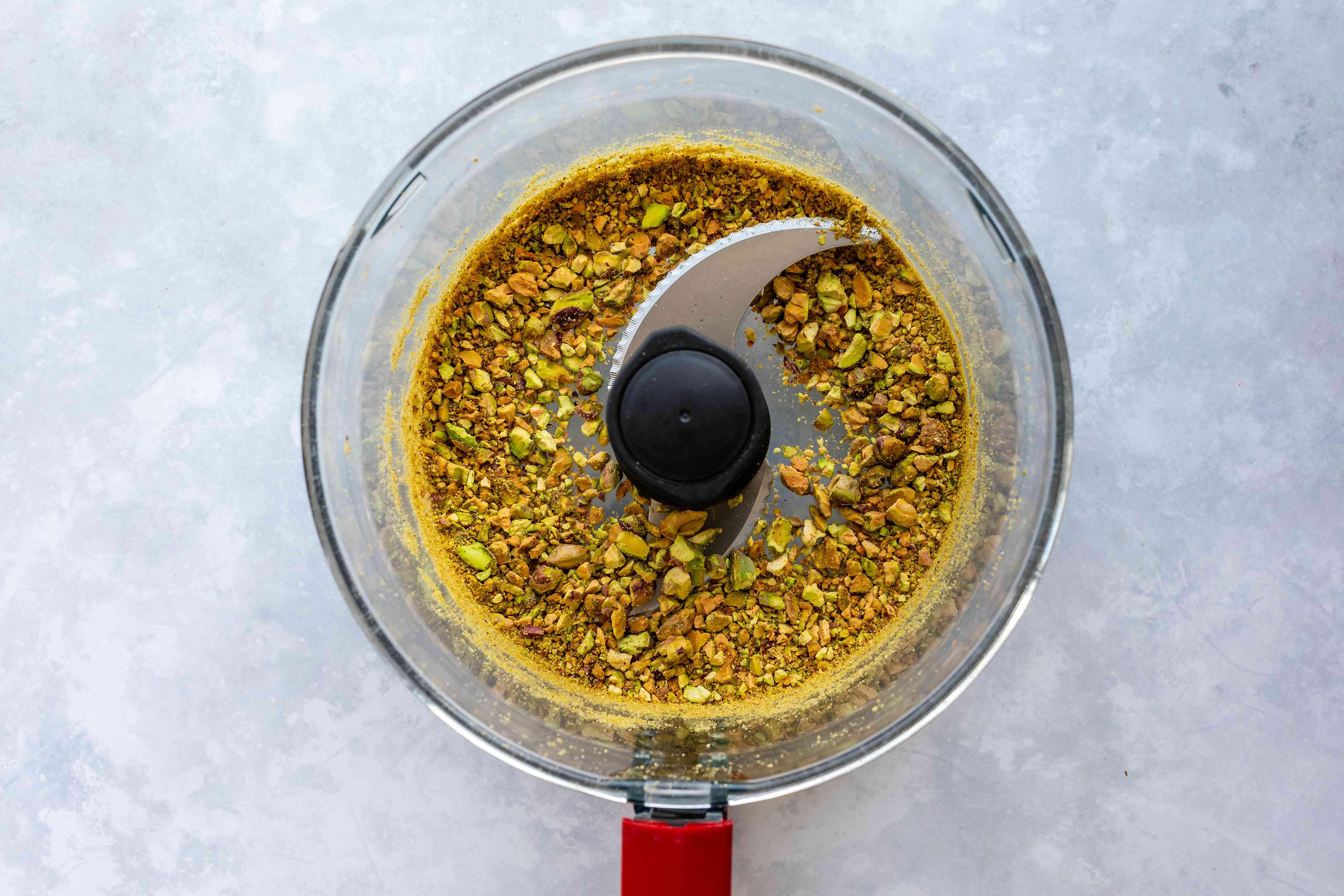 Blend pistachios