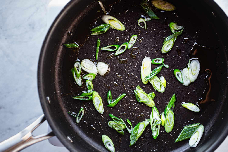 stir-fry the spring onion