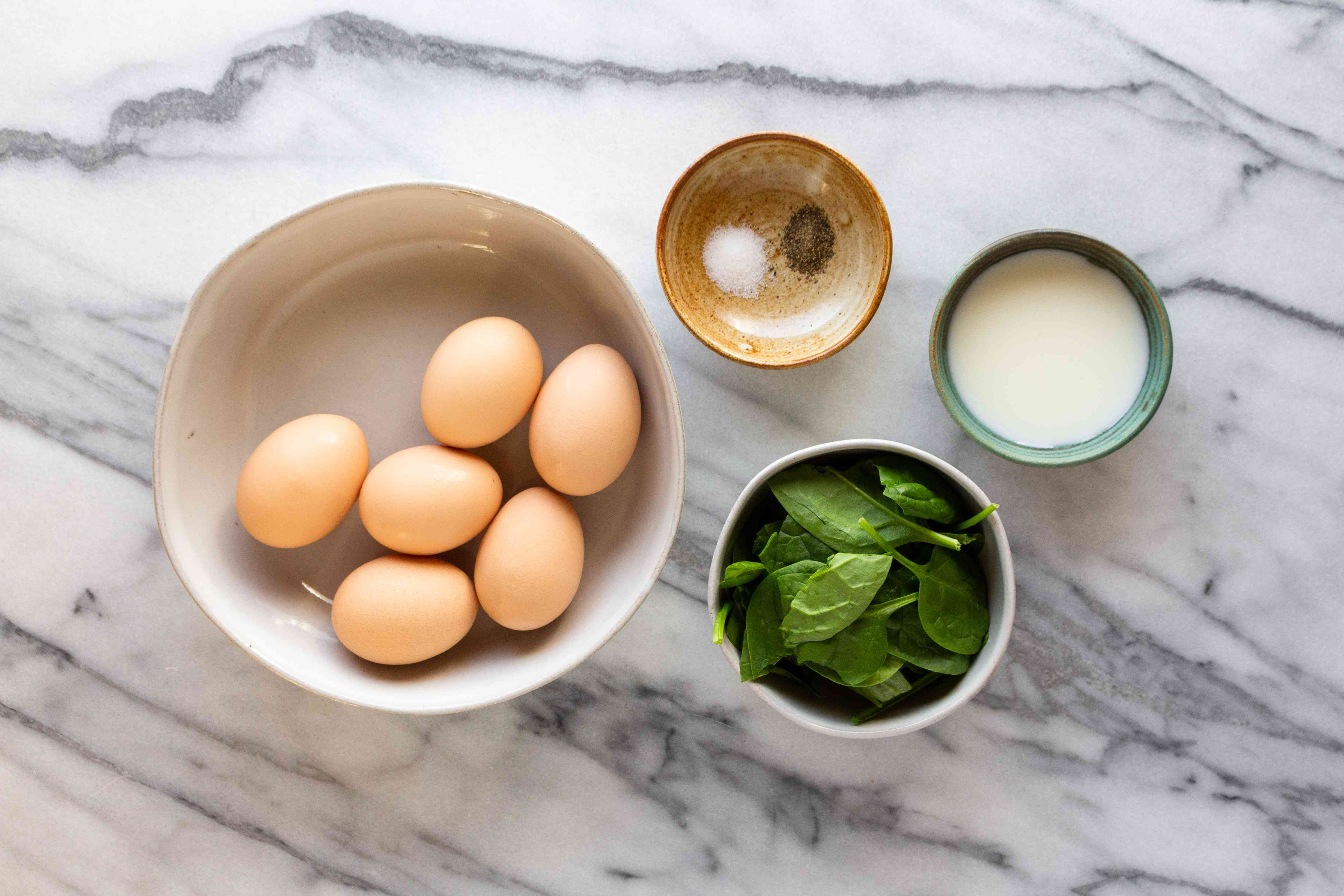 Healthy spinach scrambled eggs ingredients