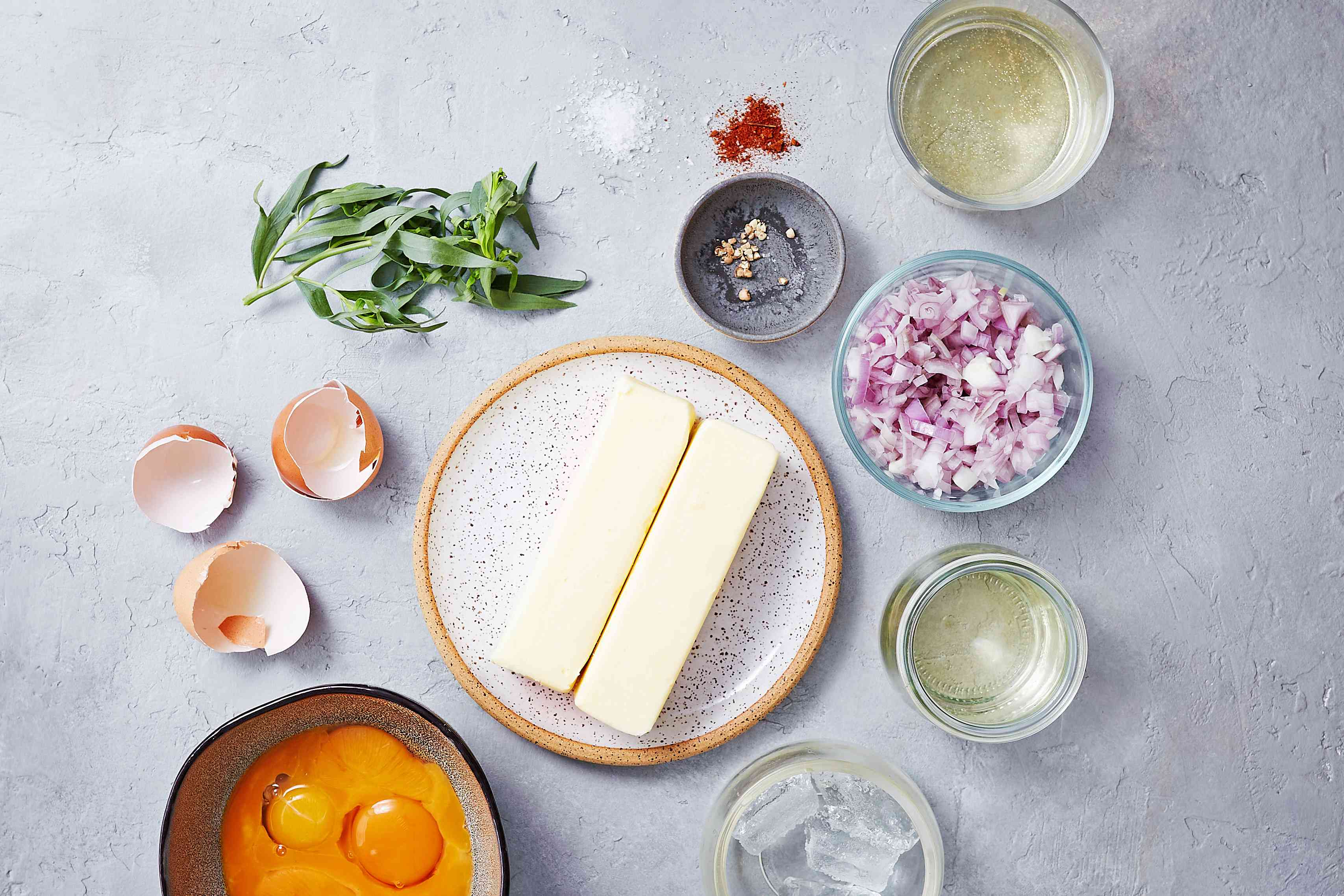 Ingredients for classic bearnaise sauce