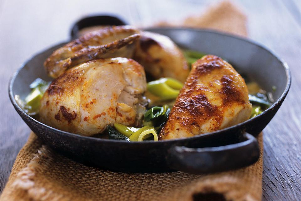 Chicken with leeks in frying pan