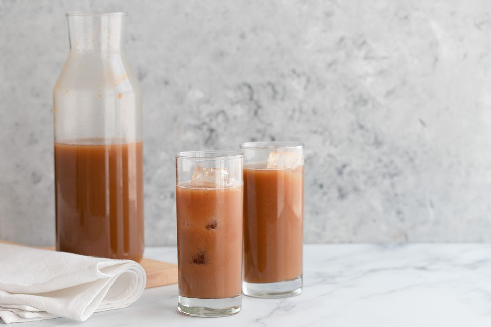 Agua Fresca de Tamarindo (Hecho con vainas de tamarindo)