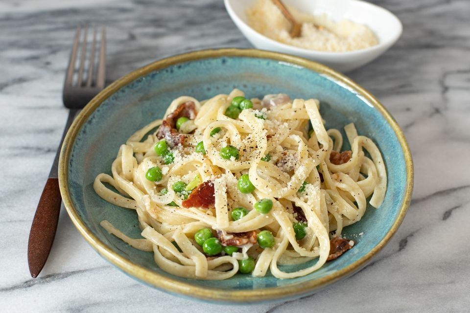 Linguine with peas and bacon