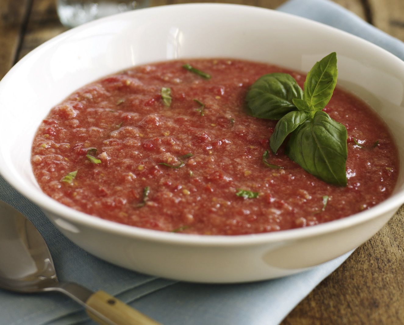Tomato and red pepper raw vegan gazpacho soup