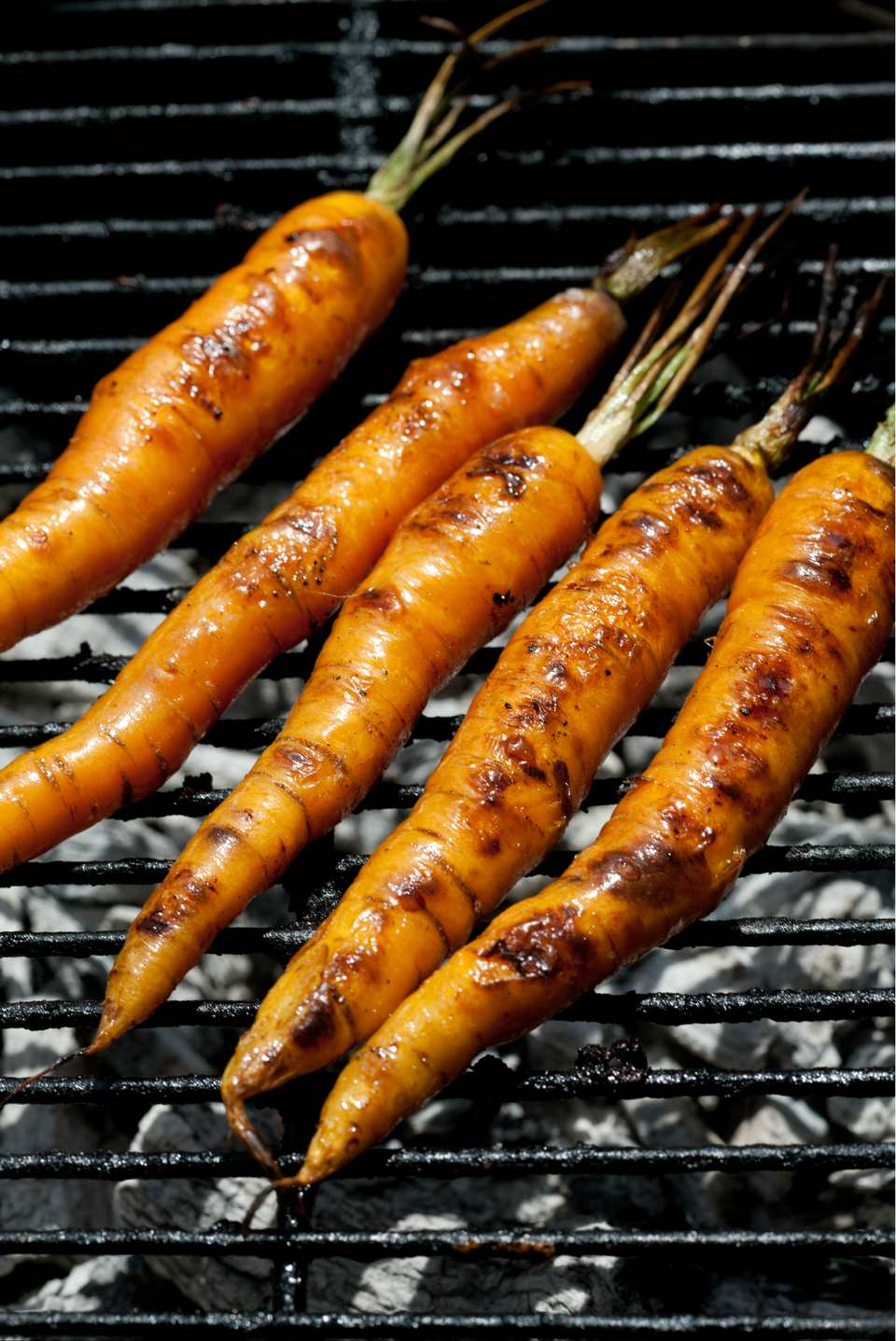 Whole carrots on the grill