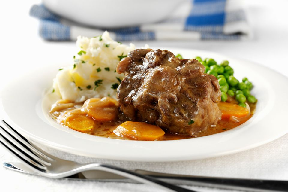 Braised oxtail with peas, mashed potatoes and carrots
