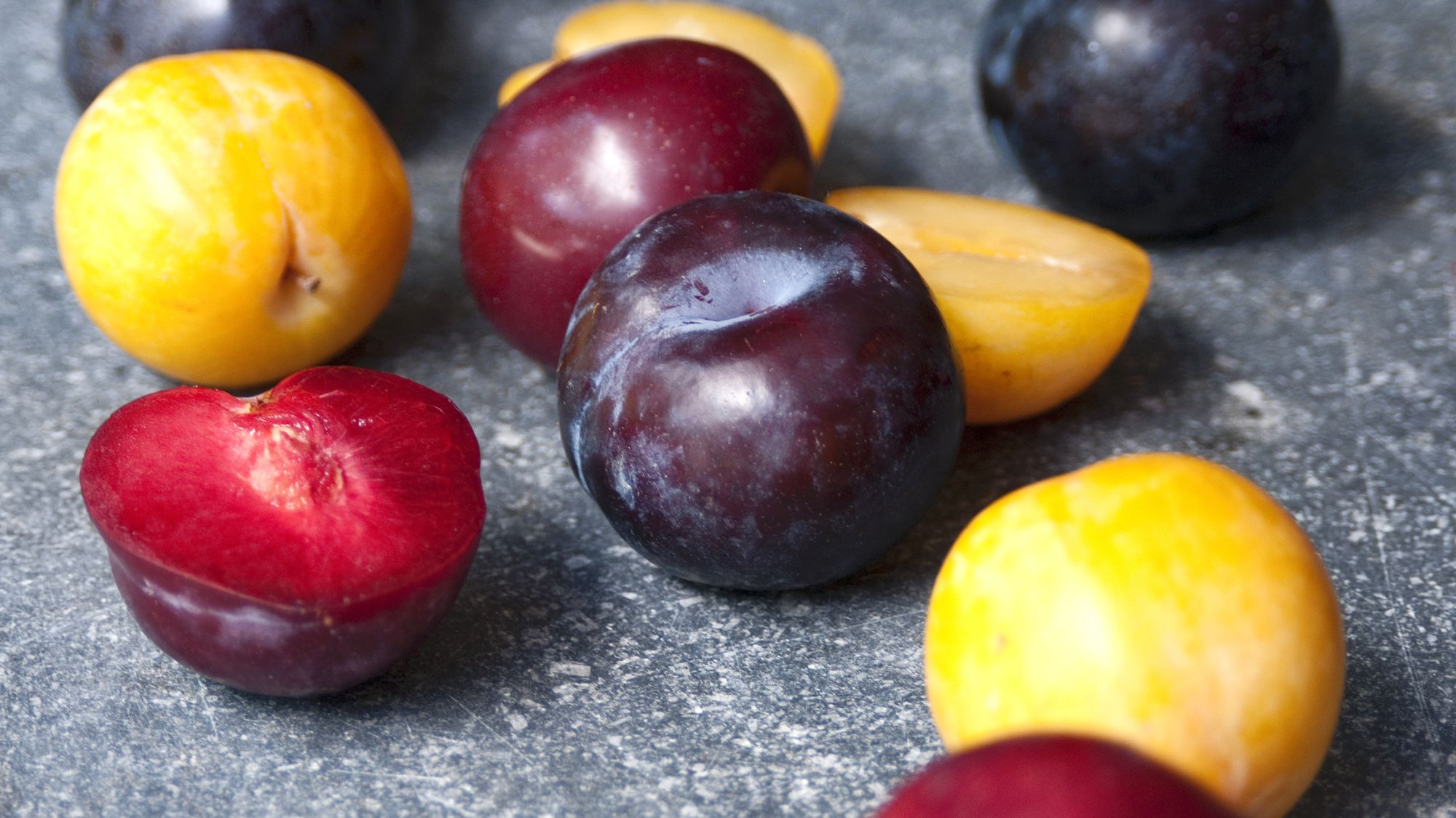 Plum and Prunes Selection and Storage Information