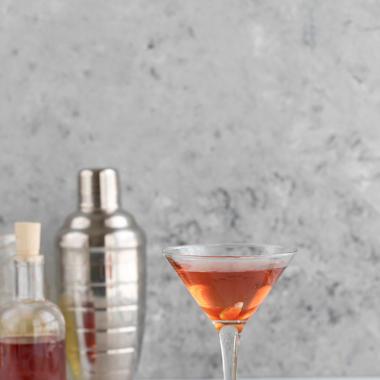 Serve cocktail
