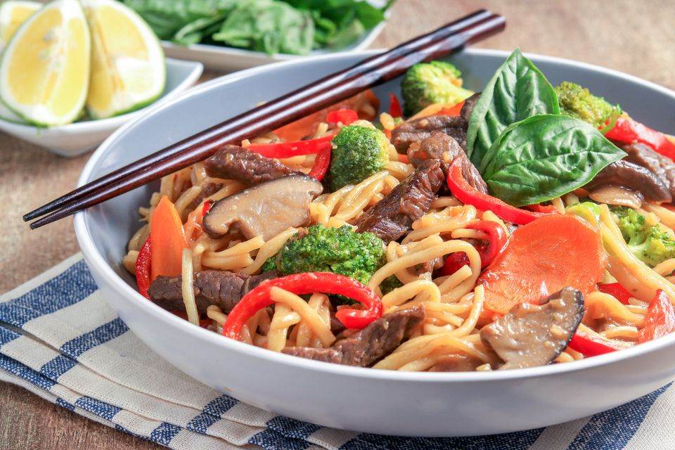 Noodles Thai Stir-Fried con carne de res