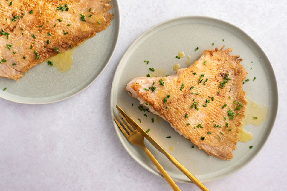 Skate wing with brown butter on a plate