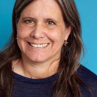 headshot of writer amy barnes
