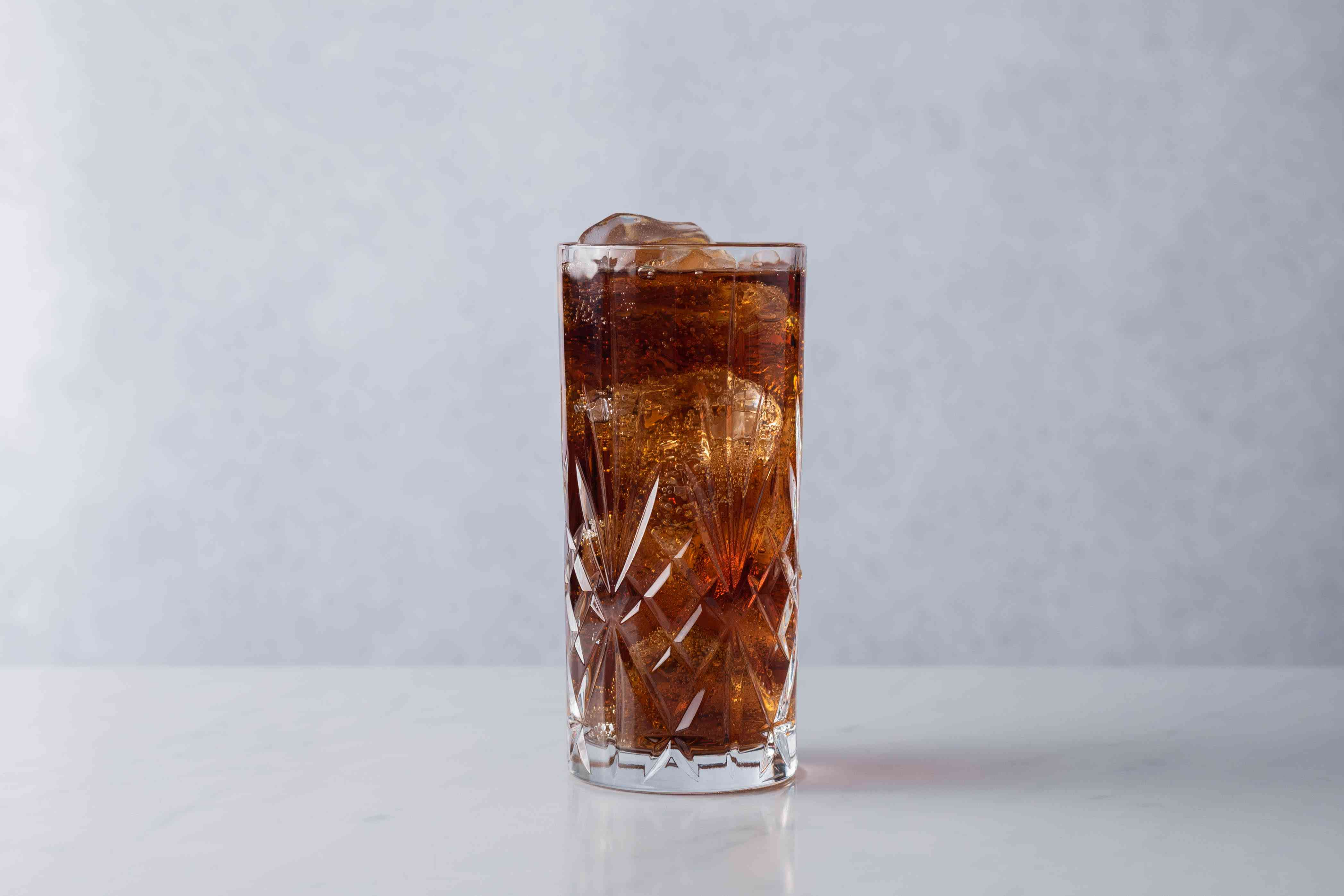 Fill the glass with cola